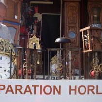 Uhrenverkäufer am Markt von Louhans