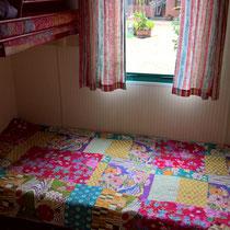 Das Kinderzimmer mit Etagenbetten, versetzt