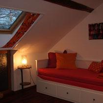 Wohn- / Schlafzimmer mit Auszugsbett  (Foto by artcorbou)
