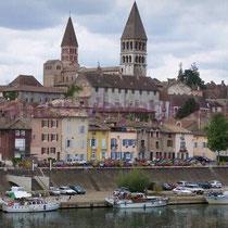 Tournus liegt direkt an der Saône
