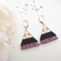 Boucles d'oreilles de perles violettes irisées avec frange. Taille Large. 49 euros