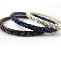 Bracelet de perles argentées, bleues irisées et violettes irisées. 62 euros (argenté) / 60 euros par pièce (bleu, violet)