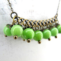 "Collier de perles en jade teintée verte. Collection ""Sophie"". 14 euros"