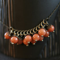 "Collier de perles en jade teintée orange. Collection ""Sophie"". 14 euros"