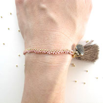 "Bracelet ""Asha"", rose et doré, gland brun. 26 euros"