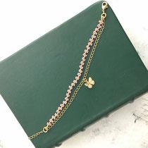 Bracelet perles avec chaîne dorée plaquée or 16k et breloque papillon - Couleur violet pâle - 26 euros