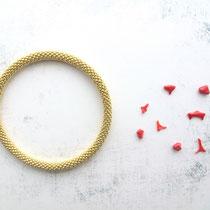 Bracelet de perles dorées. 62 euros