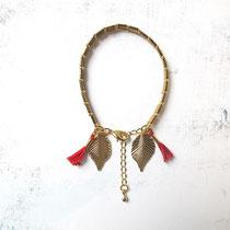 Idana, beads bracelet, bronze foncé, breloque feuille plaqué or 16K, gland coton 100 %. 19,95 euros