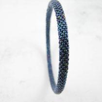 Bracelet de perles bleues irisées. 60 euros