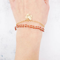 Bracelet perles avec chaîne dorée plaquée or 16k et breloque papillon - Couleur rouge - 26 euros