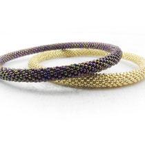 Bracelet de perles dorées et violettes irisées. 62 euros (doré) 60 euros (violet)