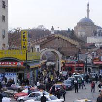 Der bunte (oder Schwarze?) Markt von Skopje