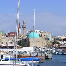 Der Hafen von Akko in Nordisrael