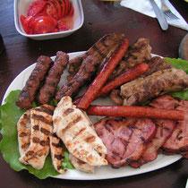 Die rumänische Küche bietet vor allem Fleisch in allen Varianten.
