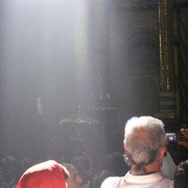 Touristen in der Grabeskirche