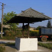Typischer Brunnen in den Ostkarpaten