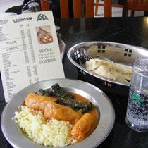 Sarma (Krautwickel) in einem Sarajevoer Restaurant ohne englische Speisekarte.