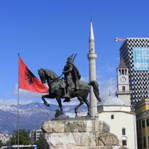 Tirana: Albaniens Hauptstadt im März