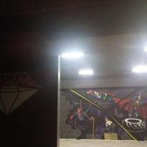 """Логотип (МИНИ) в зоне ресепшена и роспись на стене """"СуперГерои КроссФита"""". Вид без инвентаря."""