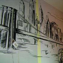 """Гостиная. Роспись стены """"Город""""."""