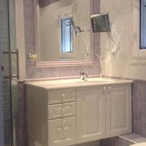salle de bain 4 avec douche cercle de quart et radiateur de serviettes multifonctional