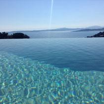 piscine à débordement de l'eau de sel (aucun chlore), au sud, avec vue magnifique, jet contre-courant et pool-alarme