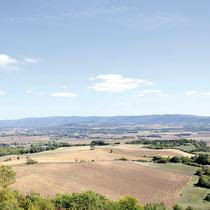 Vue sur la plaine lauragaise du côté de Saint Félix Lauragais,  en arrière plan la Montagne Noire.