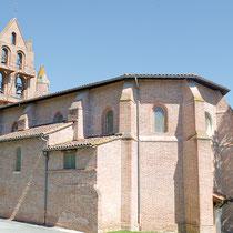 L'église Saint-Saturnin d'Ayguesvives longue de 20 m, construite tout en briques, est très représentative du style des églises gothiques du Lauragais construites à la période de l'âge d'or du pastel. A découvrir une borne milliaire le long de ses murs