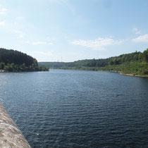 Le barrage des Cammazes haut de 70 m, répond avant tout à des besoins d'irrigation des cultures et d'alimentation en eau potable pour près de 200 communes. Il garantit également un réservoir annuel de 4 million de m2 pour le Canal du Midi.