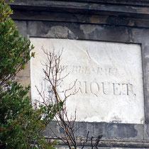 """Plaque """"Pierre Paul Riquet"""" figurant sur un des côté de l'obélisque - crédit photo : Couleur Média"""