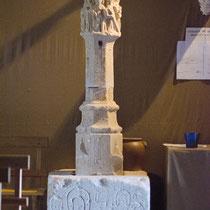 L'église gothique Saint-Pierre de Donneville abrite en son sein une énigmatique croix. Elle est à classer parmi les jalons guidant les pélerins de Saint-Jacques de Compostelle à travers le Lauragais.