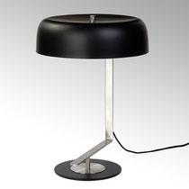 Germain Lampe, Edelstahl Farbe: schwarz/nickel Maße: H 45 cm D 33 cm CHF 251.70