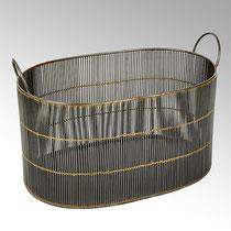 Aspen Korb, Eisen verzinkt Farbe: anthrazit/ Messing Maße: H 25 cm, B 46,5 cm, T 30 cm CHF 226.00