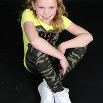 Boek een fotoshoot in onze fotostudio bsafoto.com . Groepsfoto's . Fotoshoot met Vriendinnen in bsafoto.com . Vriendinnen fotoshoot . leukste foto .