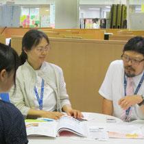 左:坂本真理先生(器楽コース弦楽器・管打楽器専修) 右:小栗克巳先生(作曲コース)