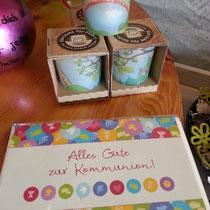 Teelicht und Glückwunschkarte zur Kommunion