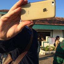 Karsten no puede vivir sin su móvil