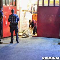 Die Polizei sichert Spuren am Tatort.|Foto: Kevin Wuske