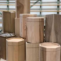 schöne Auswahl an verschiedenen Urnenmodellen, passend für Aschekapsel (24cm x 17cm) Lörrach, jede Urne ein Unikat, biologisch abbaubare Urnen
