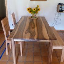 Tisch aus Nussbaum natur