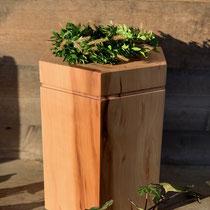Urne sechseckig aus Apfelbaum, geölt, passend für AK