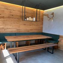 Tisch und Bank aus Eiche Altholz