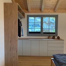 Kommode mit Türen und Schubladen aus Multiplex hellgrau und Eiche massiv