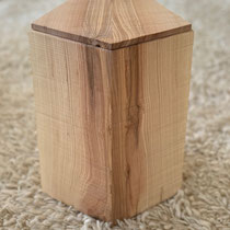 Urne fünfeckig aus Eschenholz sägerau, geölt, passend für AK