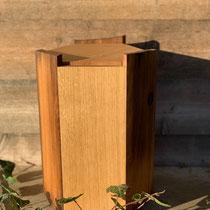 Urne sechseckig aus Eiche Altholz und Eiche Natur, geölt, passend für AK