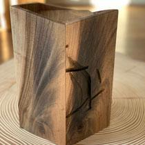 Einzigartige Urne aus Nussbaum mit Metallverfärbung, geölt, passend für AK