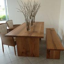 Tisch und Bank aus Nussbaum, Oberfläche handgehobelt