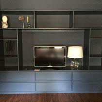 Fernsehmöbel aus Multiplex lackiert