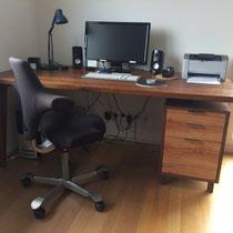 Schreibtisch aus Eiche gedämpft mit Olivenholzfront