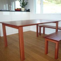 Tisch und Bänke aus Birnbaum gedämpft